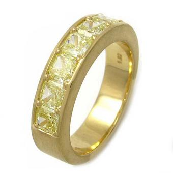 Ring with yellow diamonds