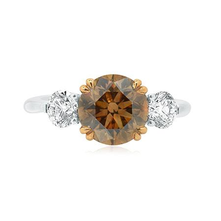 Ring with yellowish brown diamond
