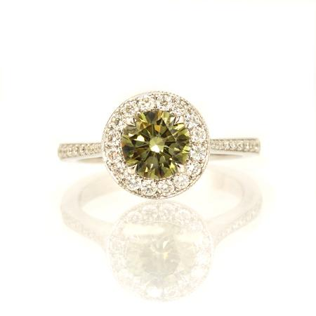 Ring with natural colored diamond of round shape cutting
