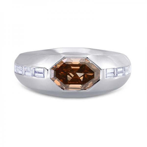 Мужское кольцо с коричневым бриллиантом.