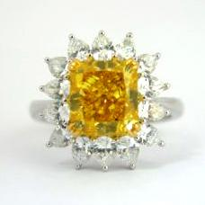 Ring with yellow diamond
