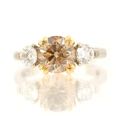 Ring with brownish-yellow diamond