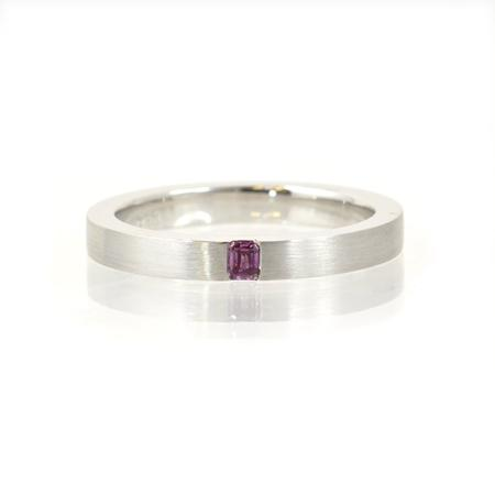 White gold ring with pink diamond