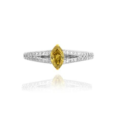 Ring with yellow diamond of marquis shape cutting