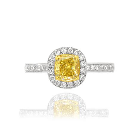 Ring with yellow diamond of cushion cutting