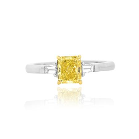 Ring with yellow diamond of radiant shape