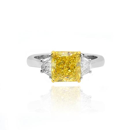 Ring with yellow natural diamond