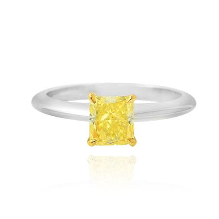 Classical ring with yellow diamond of square shape