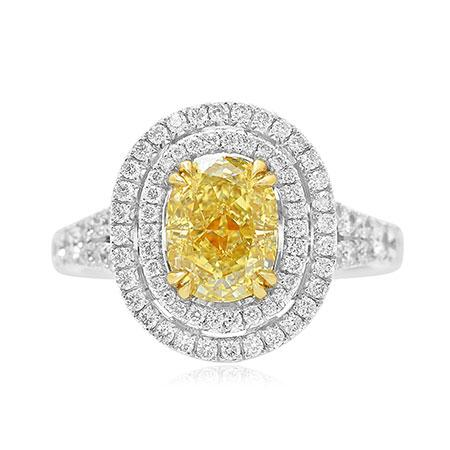 Ring with yellow diamond of oval cutting shape